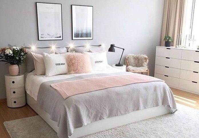 Giường ngủ nên đặt giữa phòng, đầu giường kê sát tường