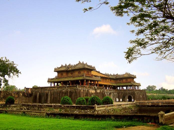 Hoàng thành Huế được xây dựng nhằm mục đích bảo vệ kinh thành Huế