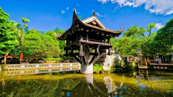 Ngôi chùa được thiết kế như hình bông hoa sen trên mặt hồ