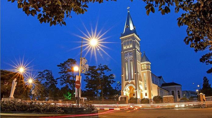 Nhà thờ Con Gà gắn liền với sự phát triển của Đà Lạt